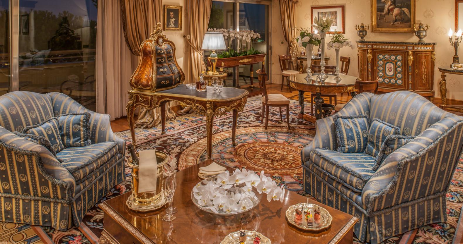 Rome Icon Living Room
